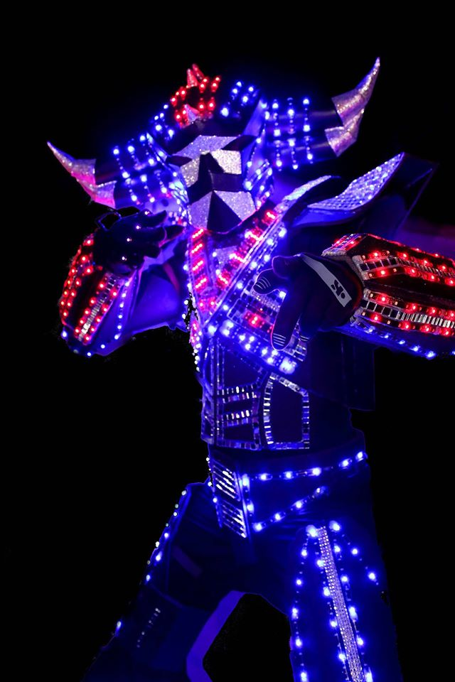 robot a led performer